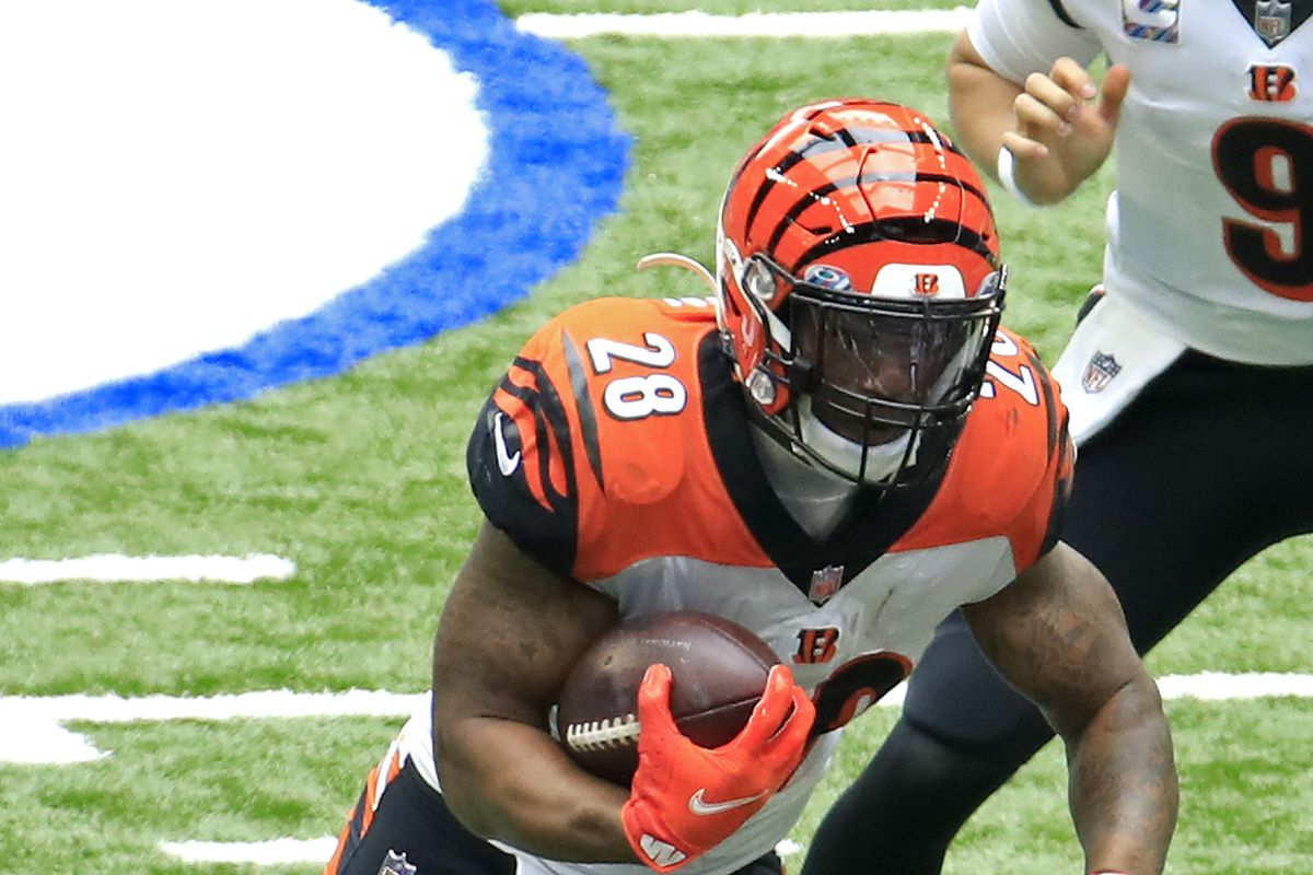 Joe Mixon of the Cincinnati Bengals runs the ball against the Indianapolis Colts during the first half at Lucas Oil Sta
