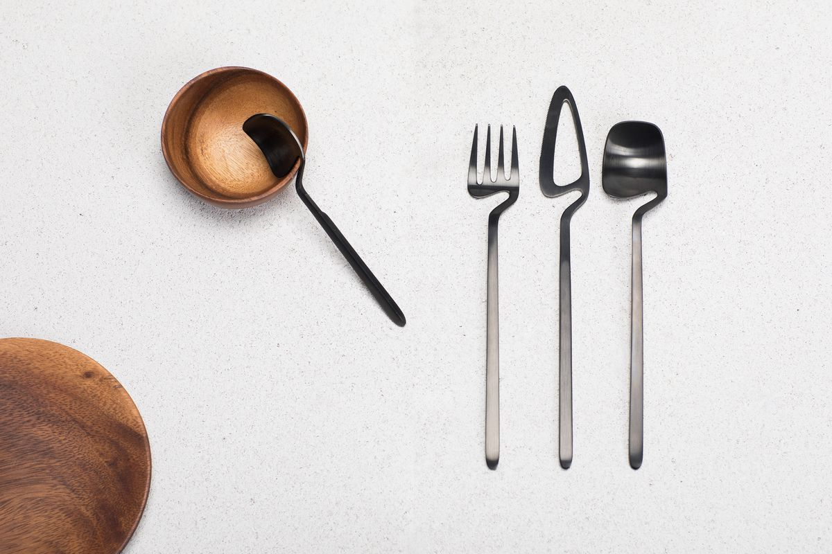 Cutlery with notched frame