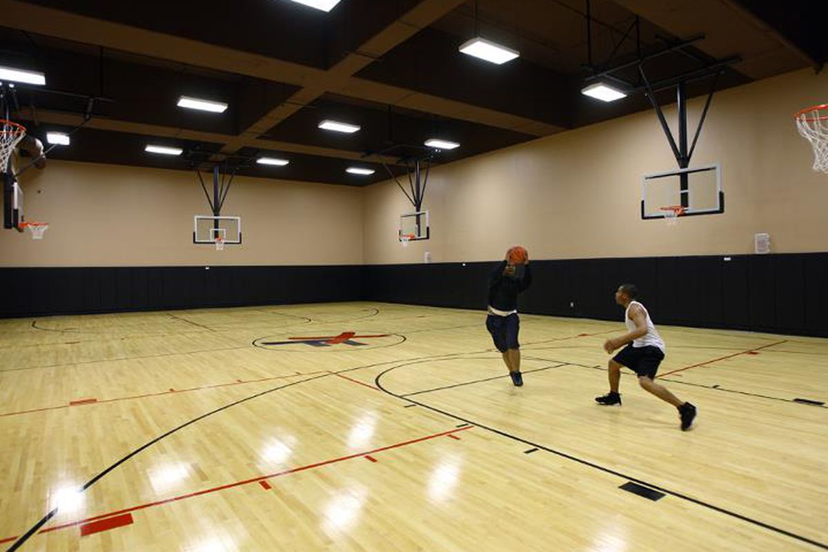 """A basketball court at XSport Fitness in Logan Square. Photo via XSport Fitness/<a href=""""https://www.facebook.com/xsportlogansquare"""">Facebook</a>."""