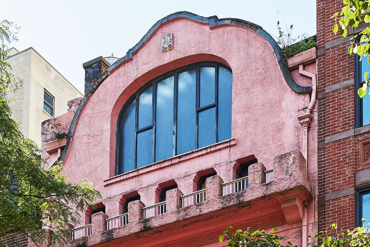 A four-story house with a pink facade.
