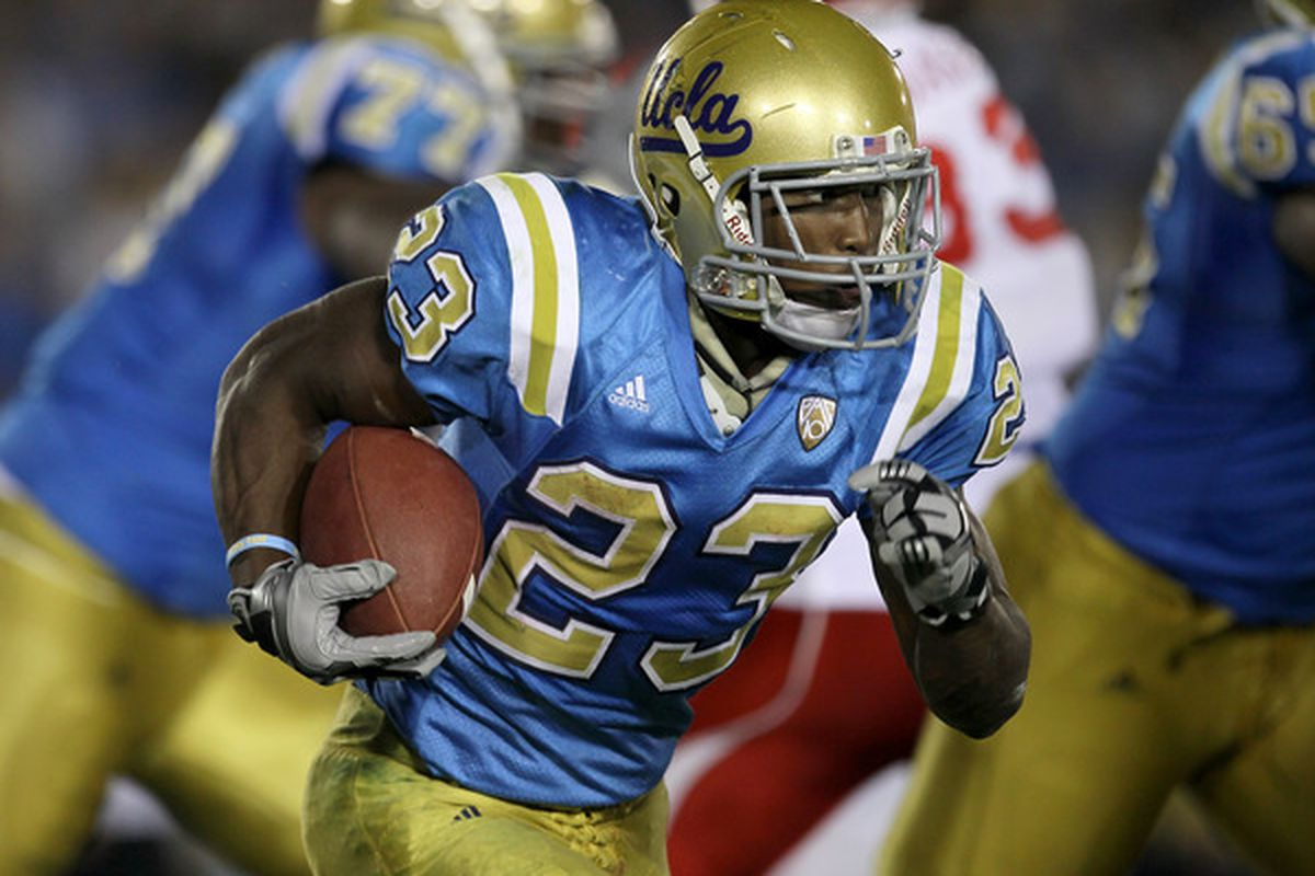 PASADENA CA - SEPTEMBER 18:  Running back Johnathan Franklin #23 of the UCLA Bruins carries the ball against the Houston Cougars in the second quarter at the Rose Bowl. (Photo by Stephen Dunn/Getty Images)