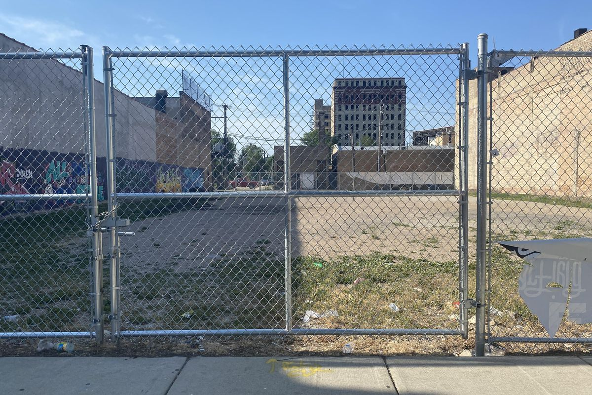West Garfield Park will soon have a new outdoor roller rink, even though some community leaders express safety concerns.