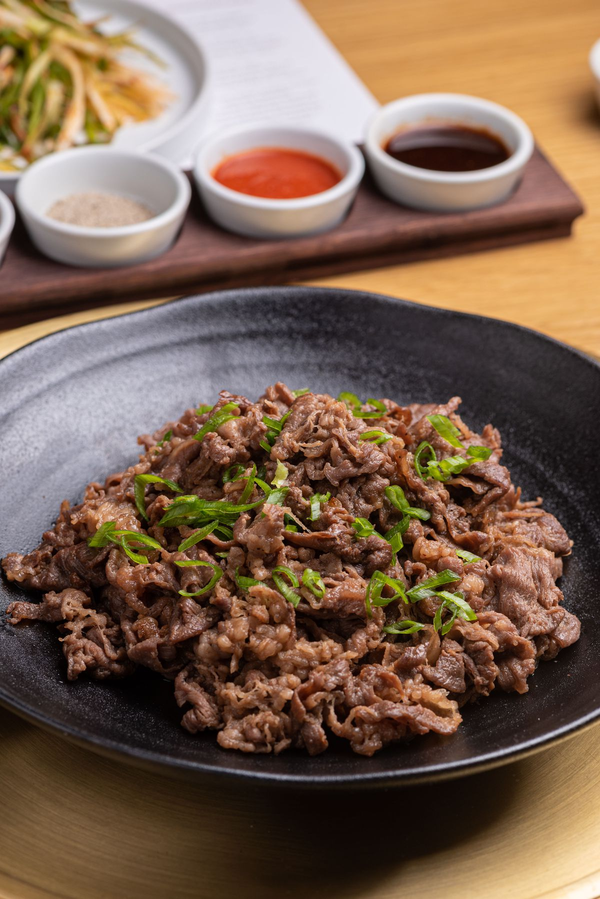 Thinly sliced deungshim meat with light marinade.
