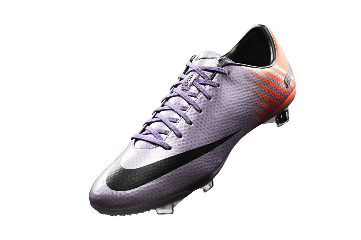 Nike is taking advantage of one of the biggest matches in the club football  calendar with a brand new boot colorway for star man Cristiano Ronaldo. 475f6032b1e72