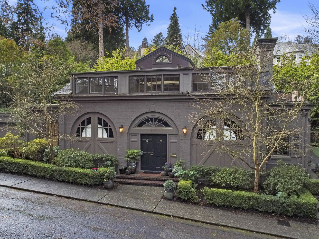 Converted carriage house in Seattle asks $2M