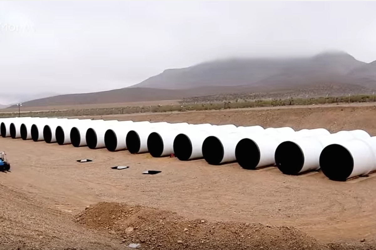 Screenshot of a video by CNNMoney showing construction of the first Hyperloop test track