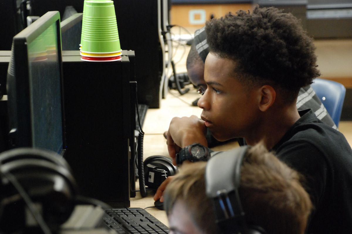 A student at Vista Peak in Aurora works on an assignment. (Photo by Nicholas Garcia, Chalkbeat)
