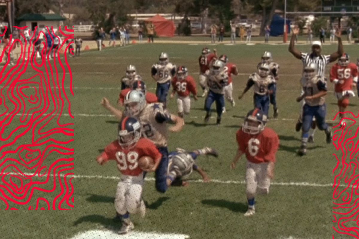 """""""Little Giants"""" character Jake Berman scores the game-winning touchdown with Spike, other players trailing"""