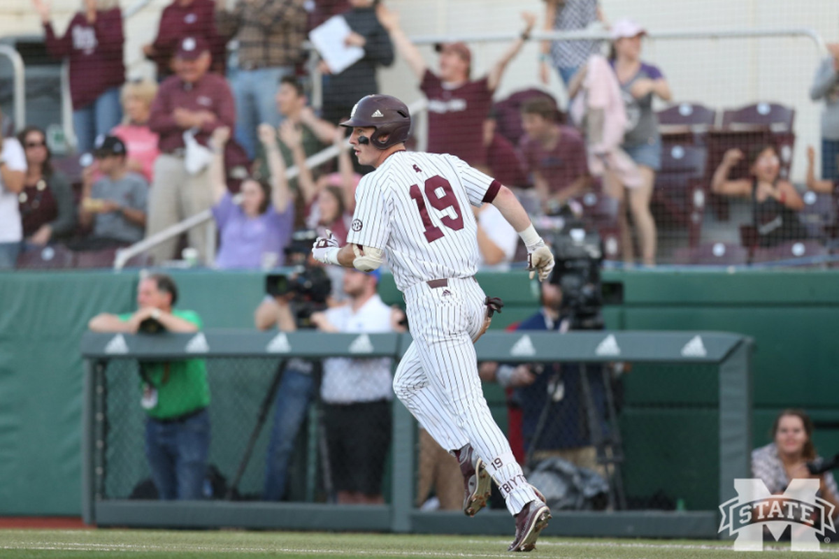Mississippi State rallies in 9th inning, beats Arkansas 4-3