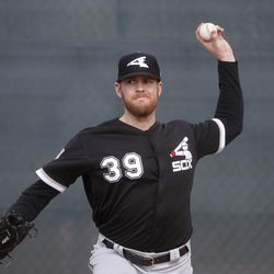 Chicago White Sox's Aaron Bummer throws during a spring training baseball workout Saturday, Feb. 16, 2019, in Glendale, Ariz. | Morry Gash/Associated Press