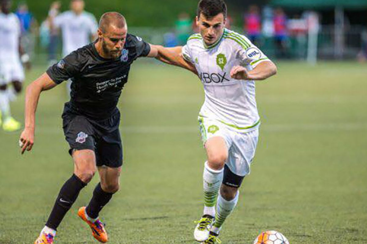 Mike Seth battles for the ball against Sounders 2