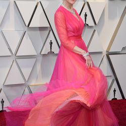 Helen Mirren is pretty in pink as she arrives for the  Academy Awards. | Mark Ralston/AFP/Getty Images