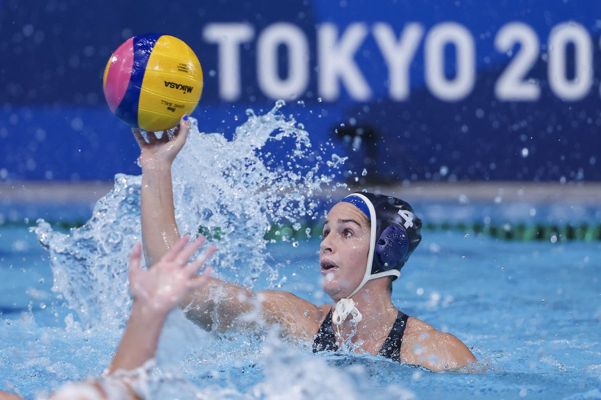 Rachel Fattal of Team United States on attack during the Women's Gold Medal match between Spain and the United States on day fifteen of the Tokyo 2020 Olympic Games at Tatsumi Water Polo Centre on August 07, 2021 in Tokyo, Japan.