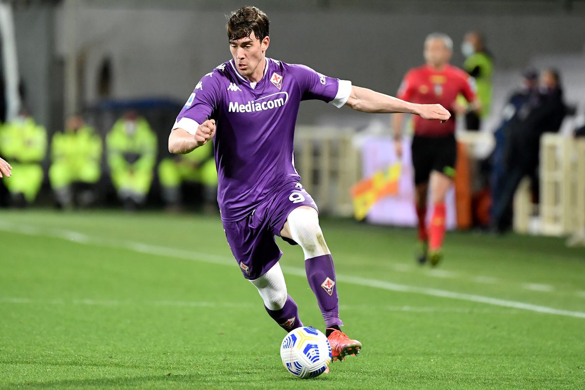 Dusan Vlahovic of ACF Fiorentina in action during the Serie...
