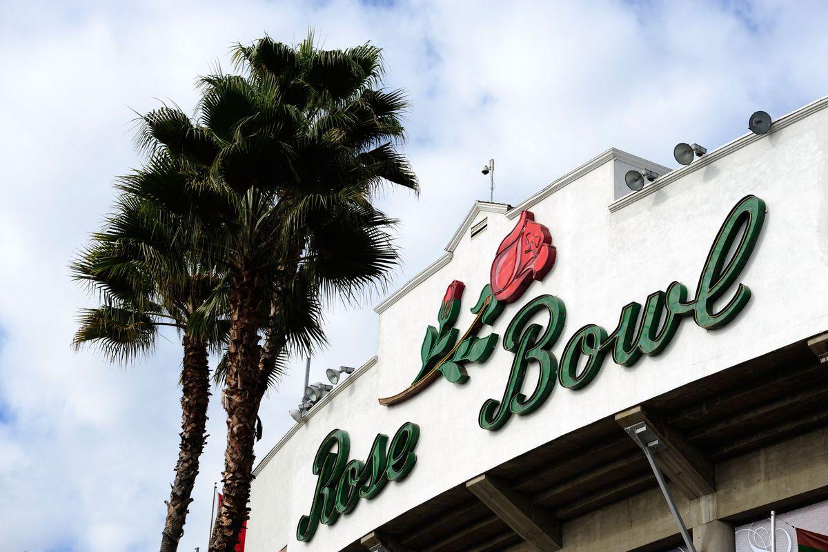 Every Husky Fan Dreams of the Rose Bowl