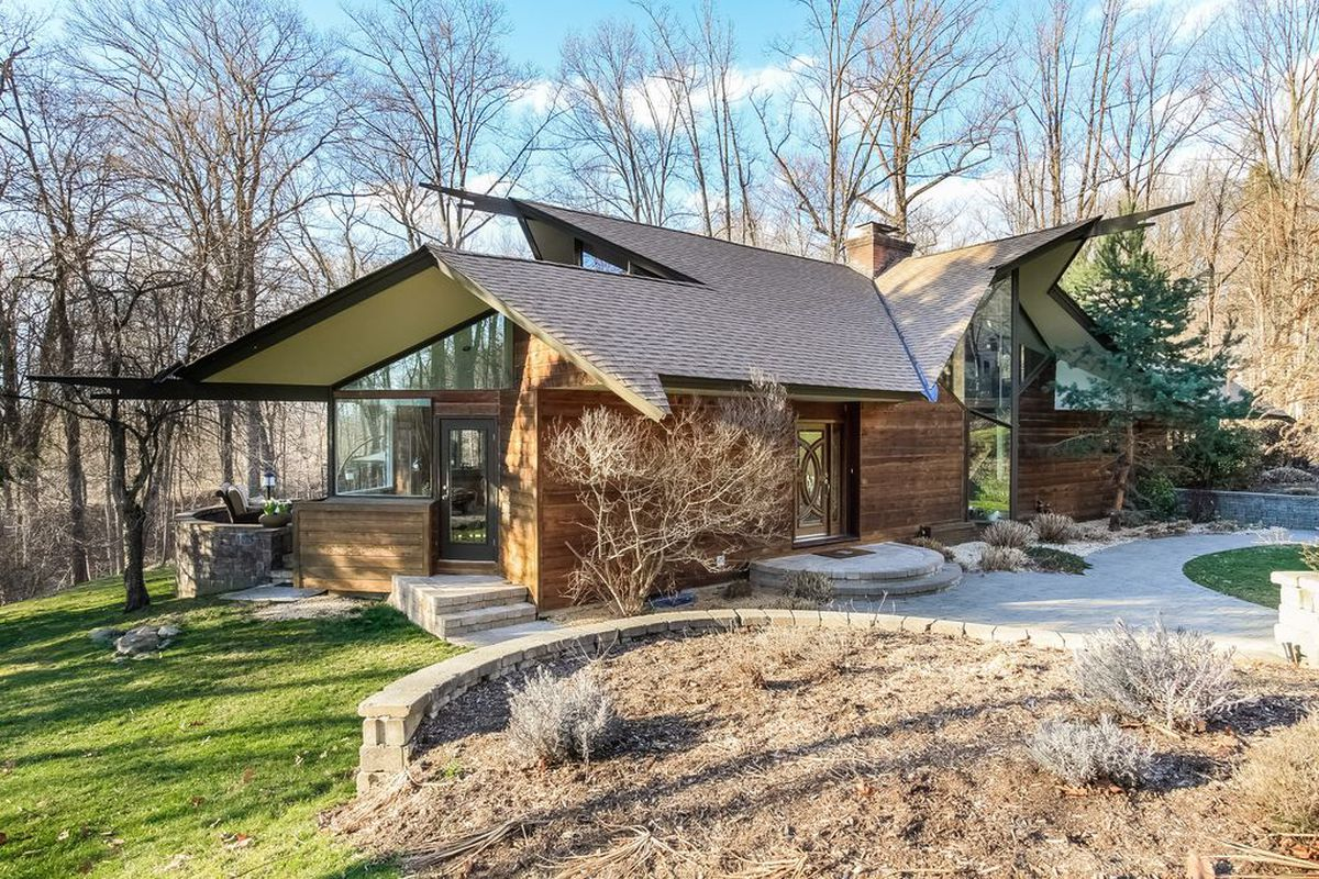 Midcentury Home With Wild Roof Asks 1 1m Outside Nyc Curbed