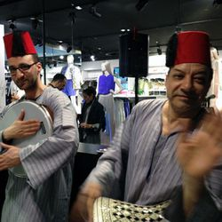 Probably not still there: Two drummers in djellabas.