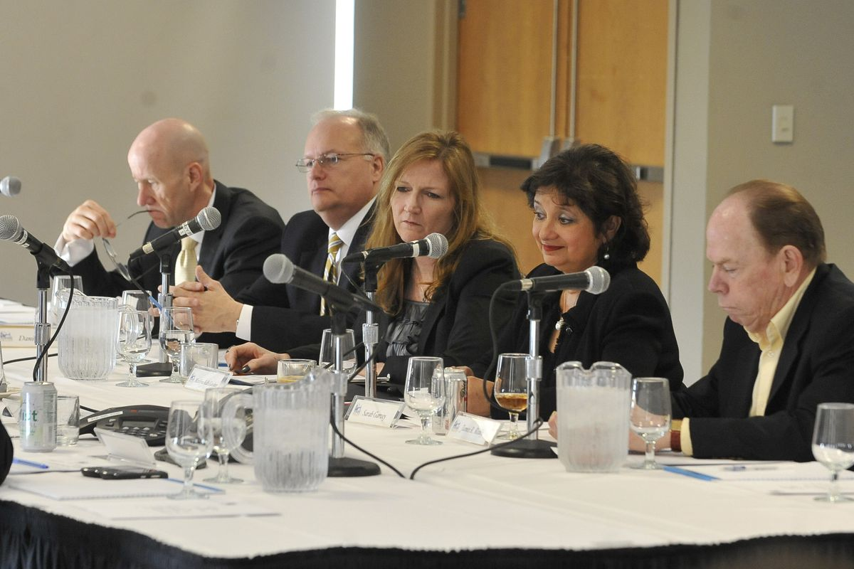 Marilynn Kelly Gardner (center) with other Navy Pier Inc. board members in 2012.