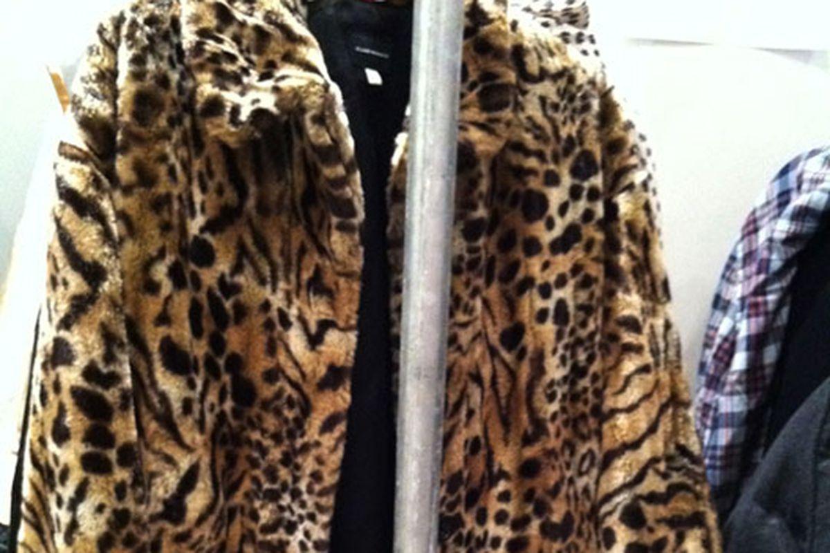 "This coat costs $25. Via <a href=""http://www.mizhattan.com/2011/07/sample-sale-join-club-monaco.html"">Mizhattan</a>"