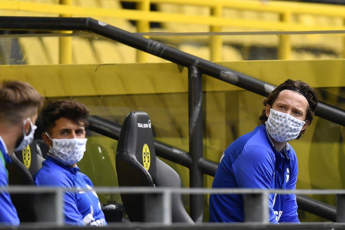 Borussia Dortmund v Schalke 04