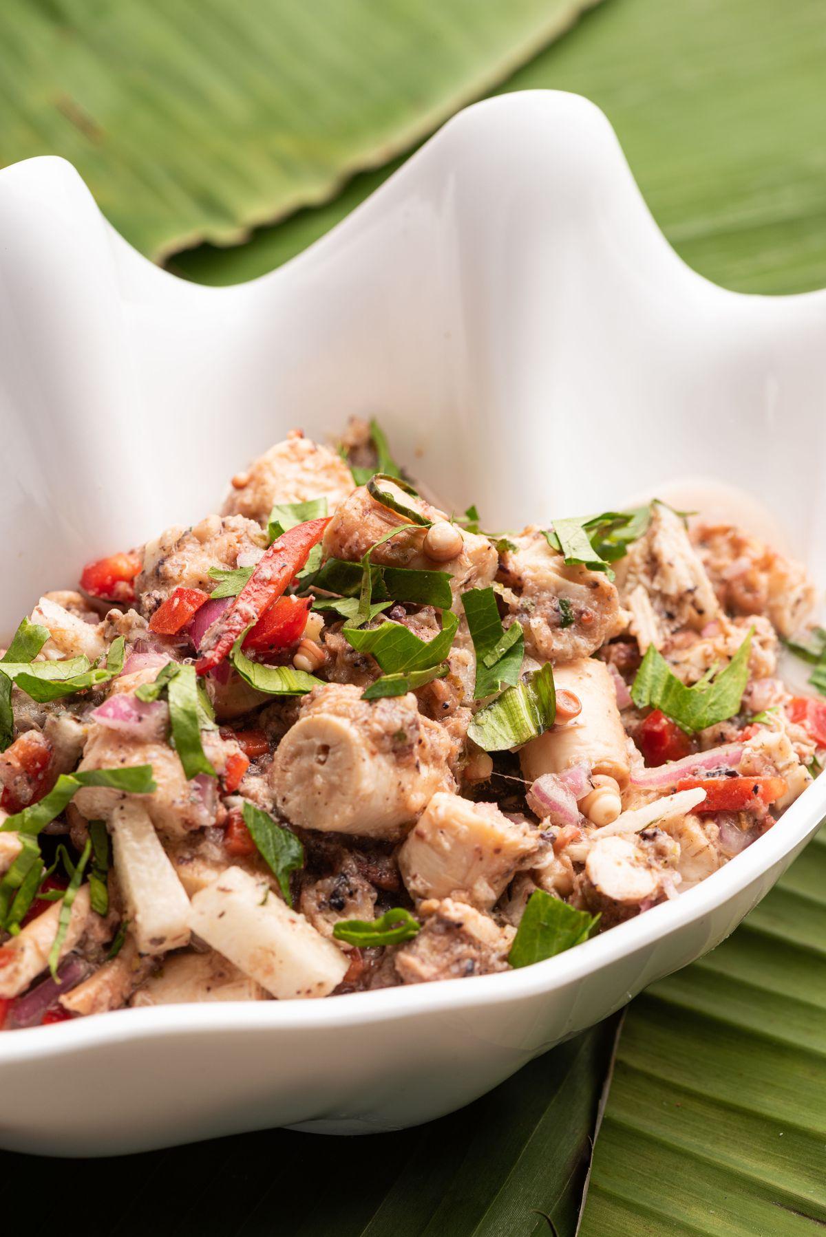 Ensalada de carruchos, or conch salad.