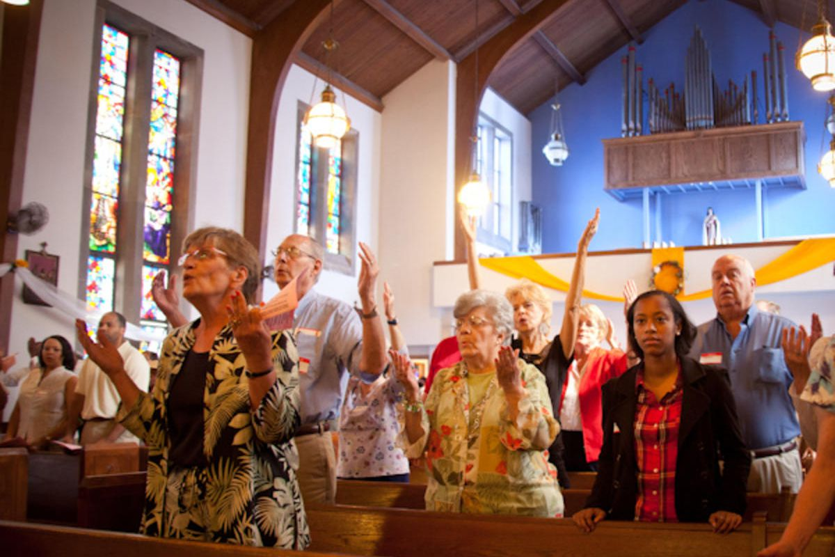 (RNS12-sept17) Congregants pray during Catholic mass at St. Therese Little Flower parish in Kansas City, MO on Sunday, May 20, 2012.  For use with RNS-CATHOLIC-MASS, transmitted on September 17, 2012, RNS photo by Sally Morrow.