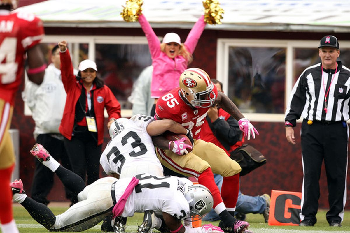SAN FRANCISCO - OCTOBER 17:  Vernon Davis #85 of the San Francisco 49ers scores a touchdown on Tyvon Branch #33 and Hiram Eugene #31 of the Oakland Raider. (Photo by Ezra Shaw/Getty Images)