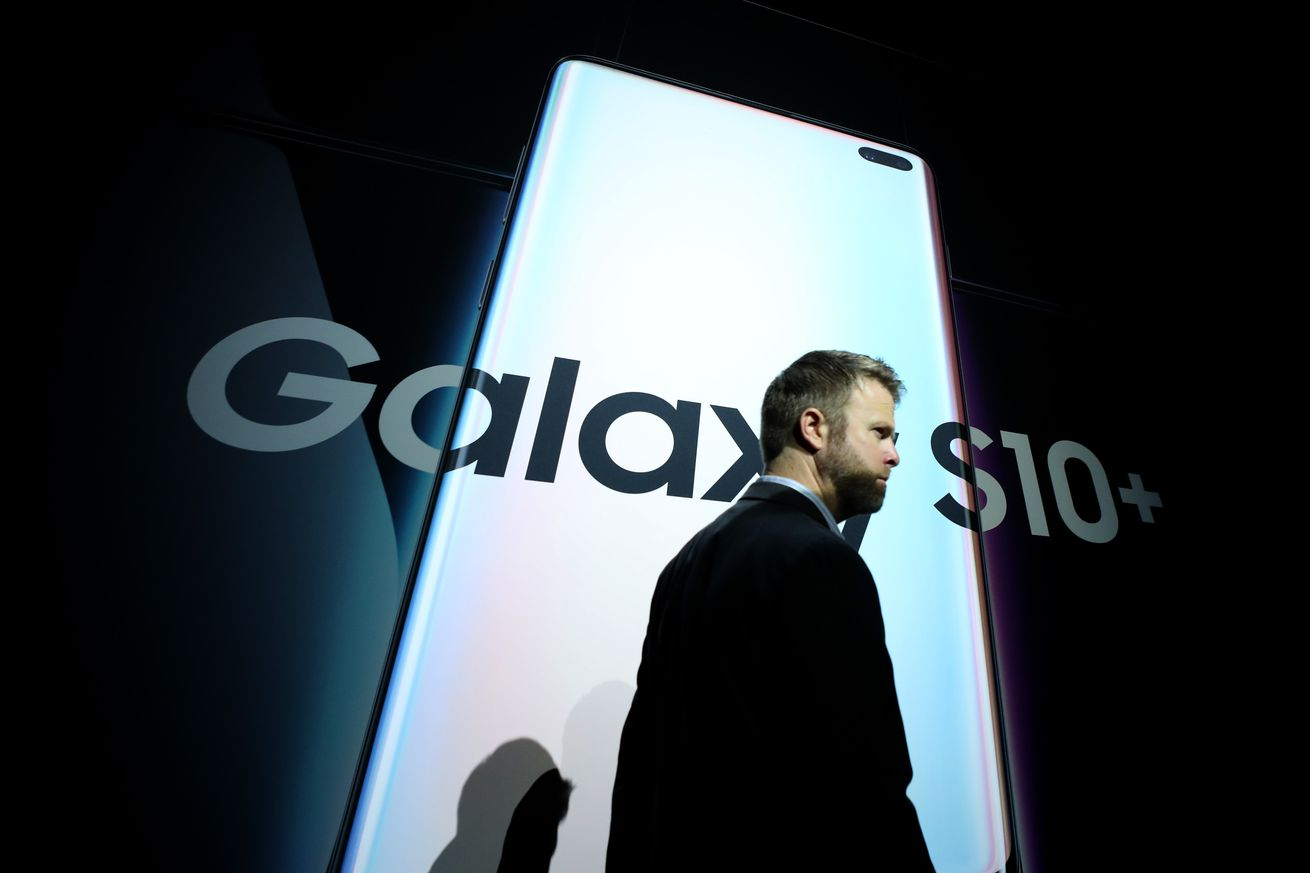 samsung s us marketing chief abruptly leaves company after internal investigation