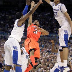 Kentucky forward Anthony Davis (23) blocks a shot by Louisville guard Peyton Siva (3) during the second half of an NCAA Final Four semifinal college basketball tournament game Saturday, March 31, 2012, in New Orleans.