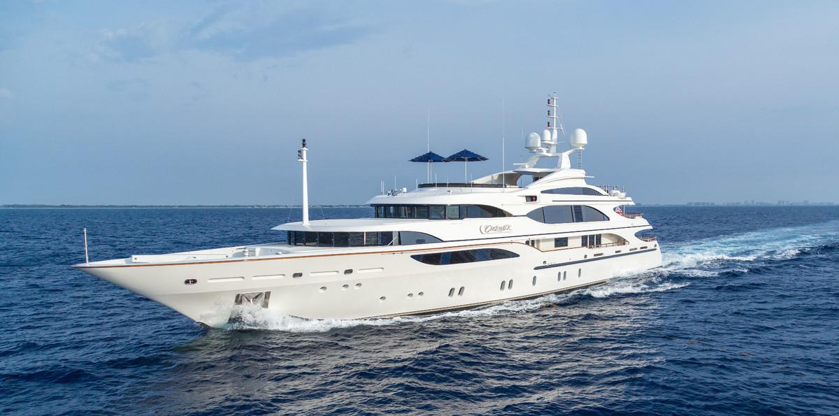 Cakewalk super yacht
