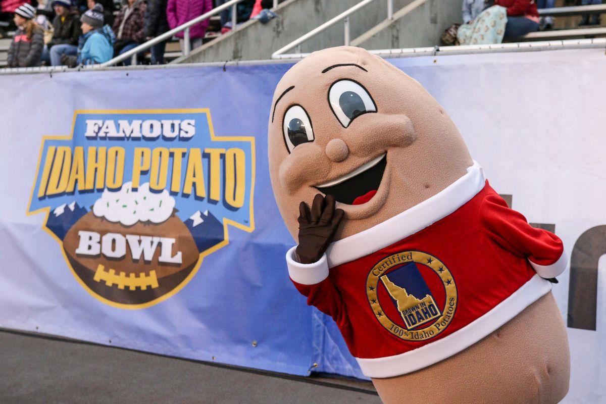 Famous Idaho Potato Bowl - Akron v Utah State