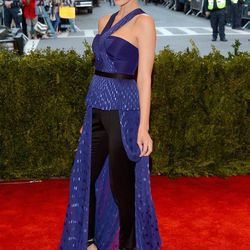 Jessica Paré opts for pants in Jason Wu and Delfina Delettrez jewelry