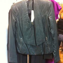 Love this jacket. It comes in black and grey, too. This one is an olive green.