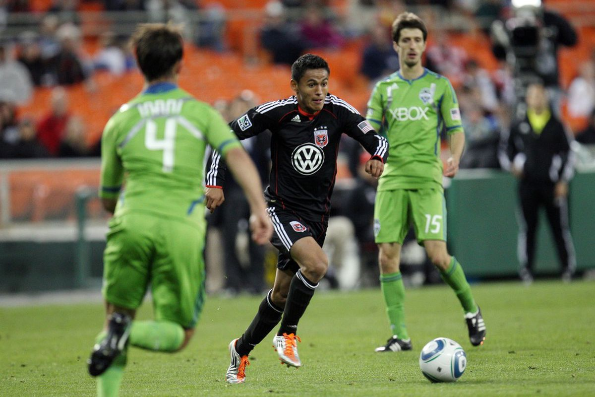 WASHINGTON, DC - MAY 4: Andy Najar #14 of D.C. United controls the ball against Patrick Ianni #4 of the Seattle Sounders at RFK Stadium on May 4, 2011 in Washington, DC. (Photo by Ned Dishman/Getty Images)