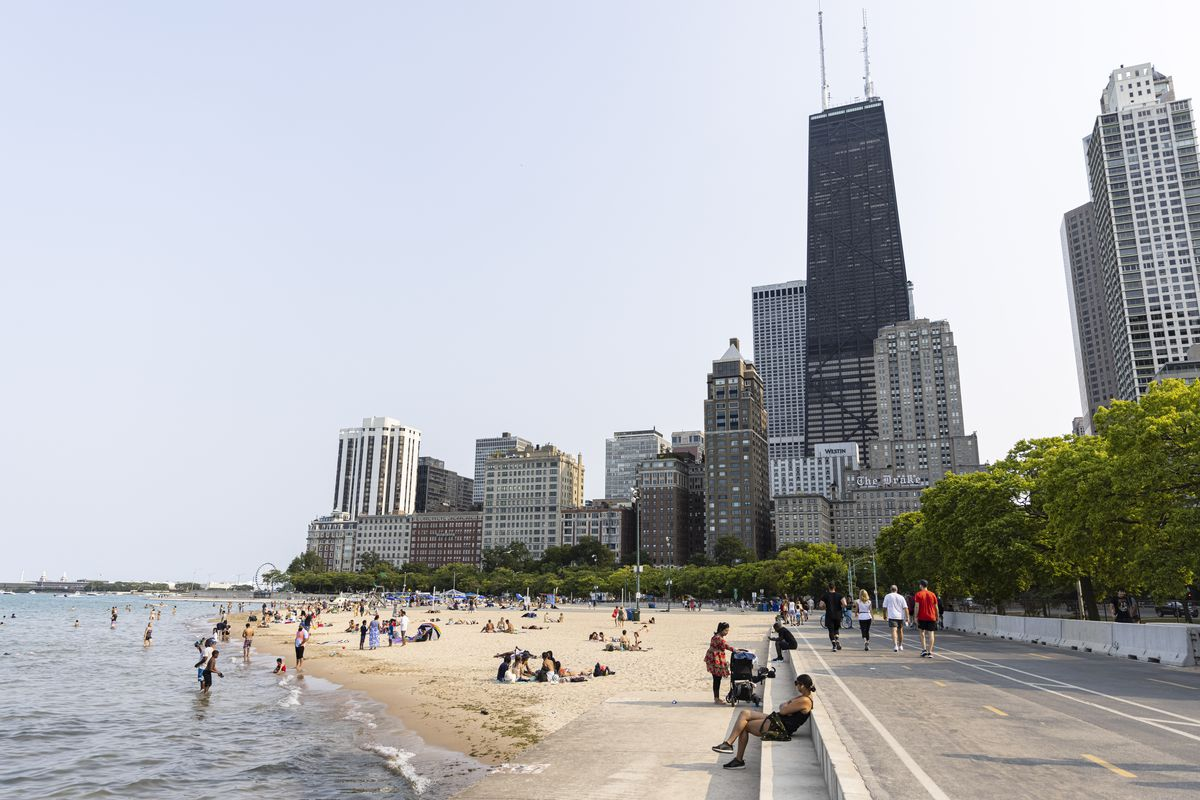 People lay out, swim, and relax at Oak Street Beach Aug. 4, 2021. An Oak Street Beach lifeguard sent 11 pages of allegations to park district superintendent Mike Kelly about lifeguards' conduct in 2019.   Anthony Vazquez/Sun-Times