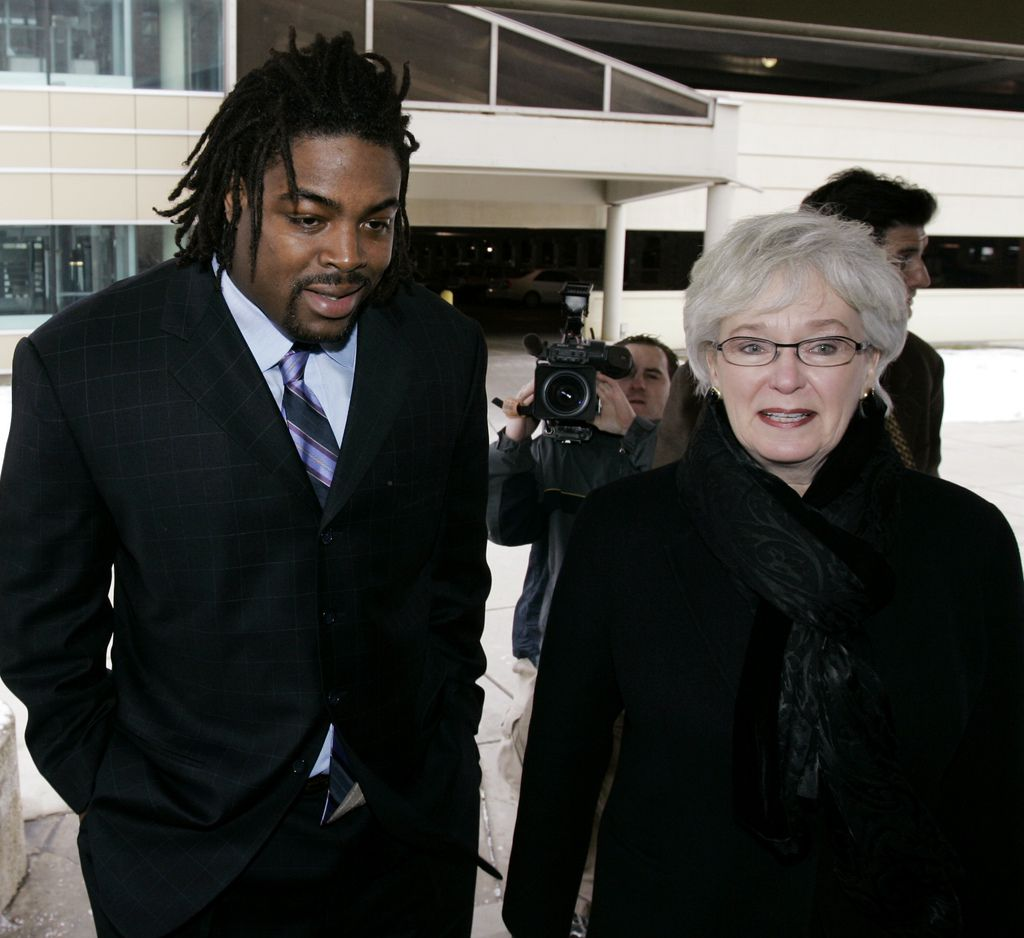Chicago Bears defensive tackle Tank Johnson, left, arrives at the Cook County Courthouse with his attorney Lorna Propes in 2007.