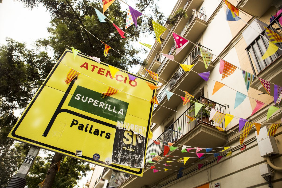 A sign in the Poblenou neighborhood announcing a superilla, or superblock, ahead and the diversion of traffic.