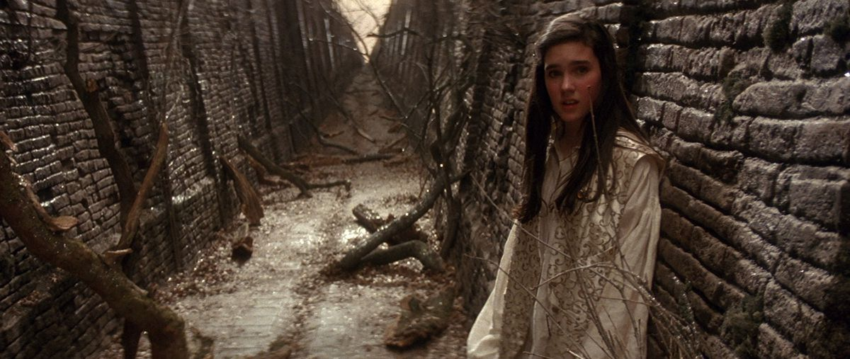Labyrinth: Jennifer Connelly stands in the Labyrinth