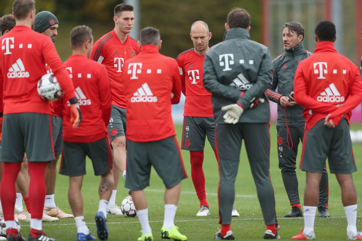 MUNICH, GERMANY - NOVEMBER 01: Team coach Niko Kovac (2ndR) of FC Bayern Muenchen talks to his team before a training session at the club's Saebener Strasse training ground on November 1, 2018 in Munich, Germany.