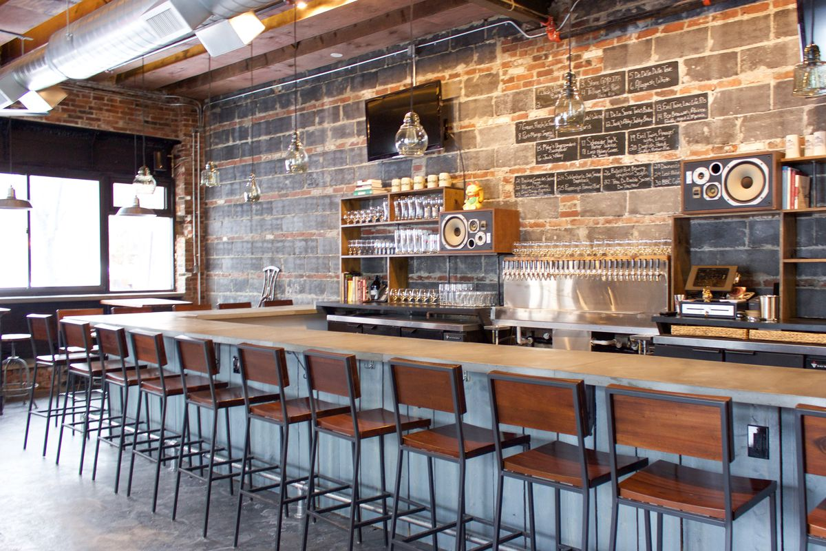 The bar at Brewer's Fork