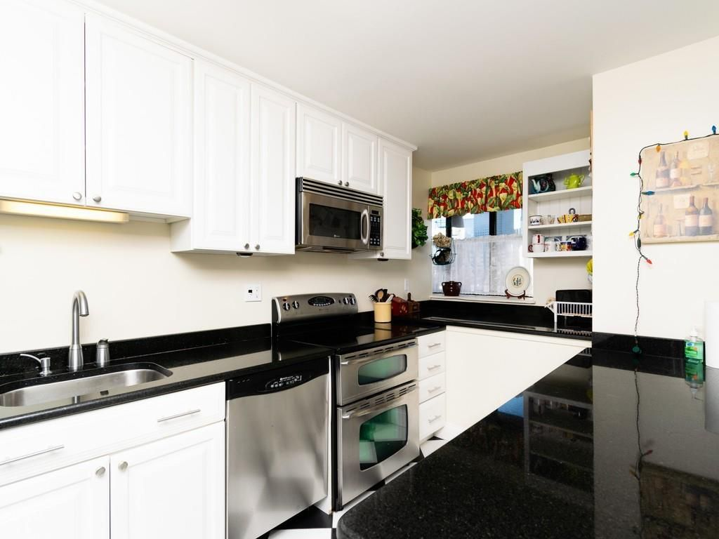 A small kitchen with a U-shaped counter.