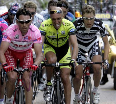 (L to R): Gilberto Simoni (Team Saeco/It