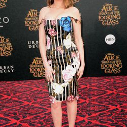 Anne Hathaway in a Christopher Kane dress, Christian Louboutin sandals, and Chanel jewelry