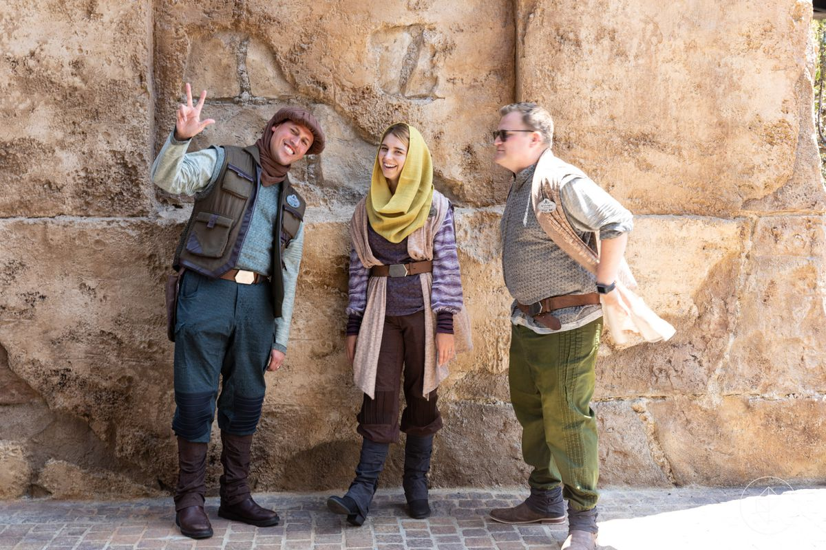 Star Wars: Galaxy's Edge - Disney cast members in costume