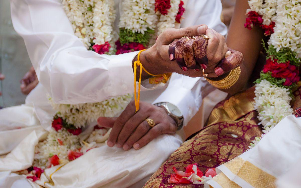 Indian-wedding-couple-hands_5_2015