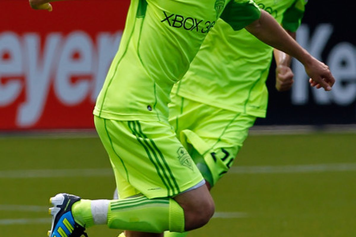 PORTLAND, OR - JULY 10:  Osvaldo Alonso #6 of the Seattle Sounderscelebrates a penalty kick for a goal against the Portland Timbers battle for the ball on July 2, 2011 at Jeld-Wen Field in Portland, Oregon.  (Photo by Jonathan Ferrey/Getty Images)
