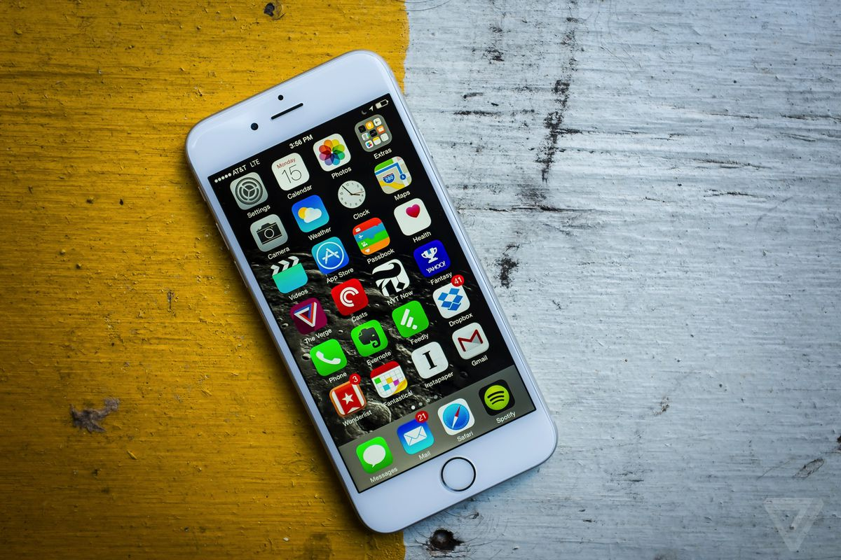 Apple might be slowing down old iPhones to preserve battery life