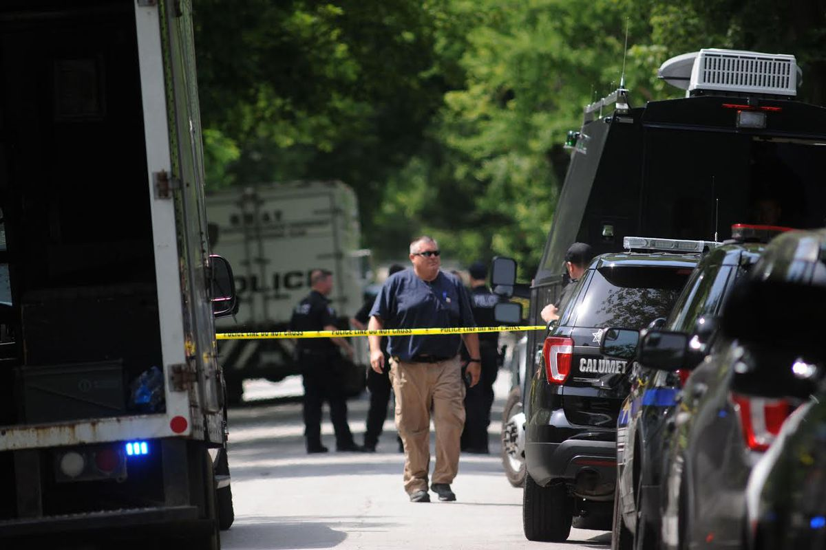 Flossmoor police respond to a barricade situation
