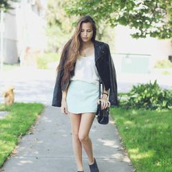 """Bethany of <a href=""""http://outofabook.blogspot.com/"""">Snake's Nest</a> is wearing a vintage skirt and shoes, a Viparo jacket, a ShoeMint bag and a <a href=""""http://www.leahalexandra.com/products/tusk"""">Leah Alexandra </a>necklace."""
