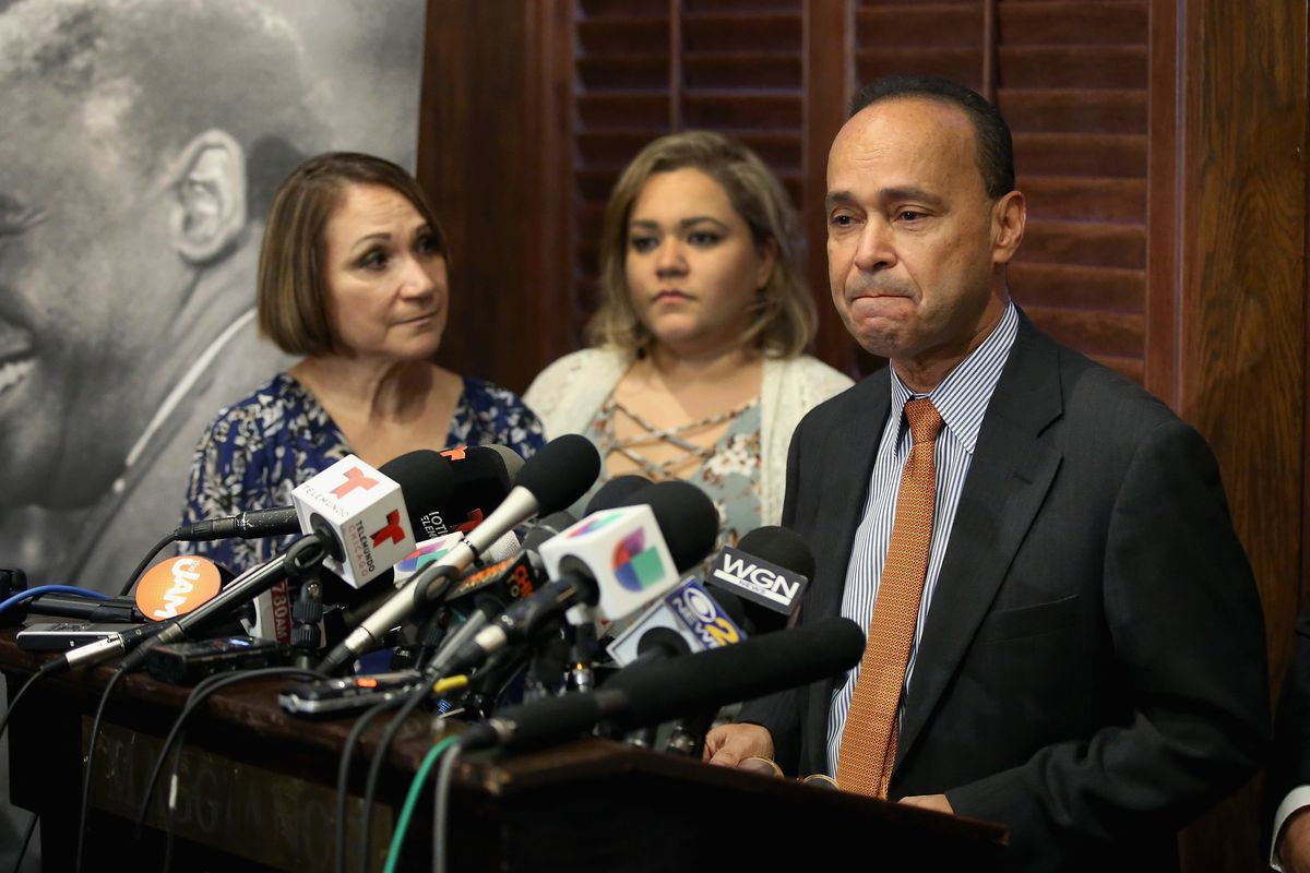 With his wife Soraida, left, and daughter Jessica by his side, U.S. Rep. Luis Gutiérrez announces he will retire from Congress in 2017.